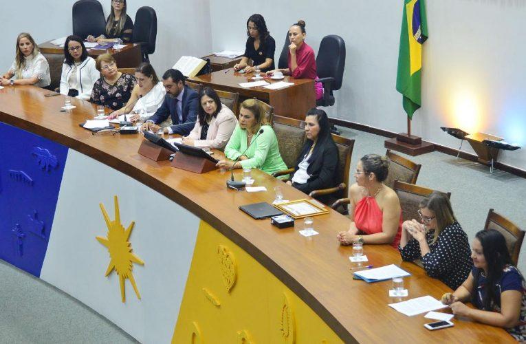 Parlamentares querem maior participação das mulheres na política e na economia